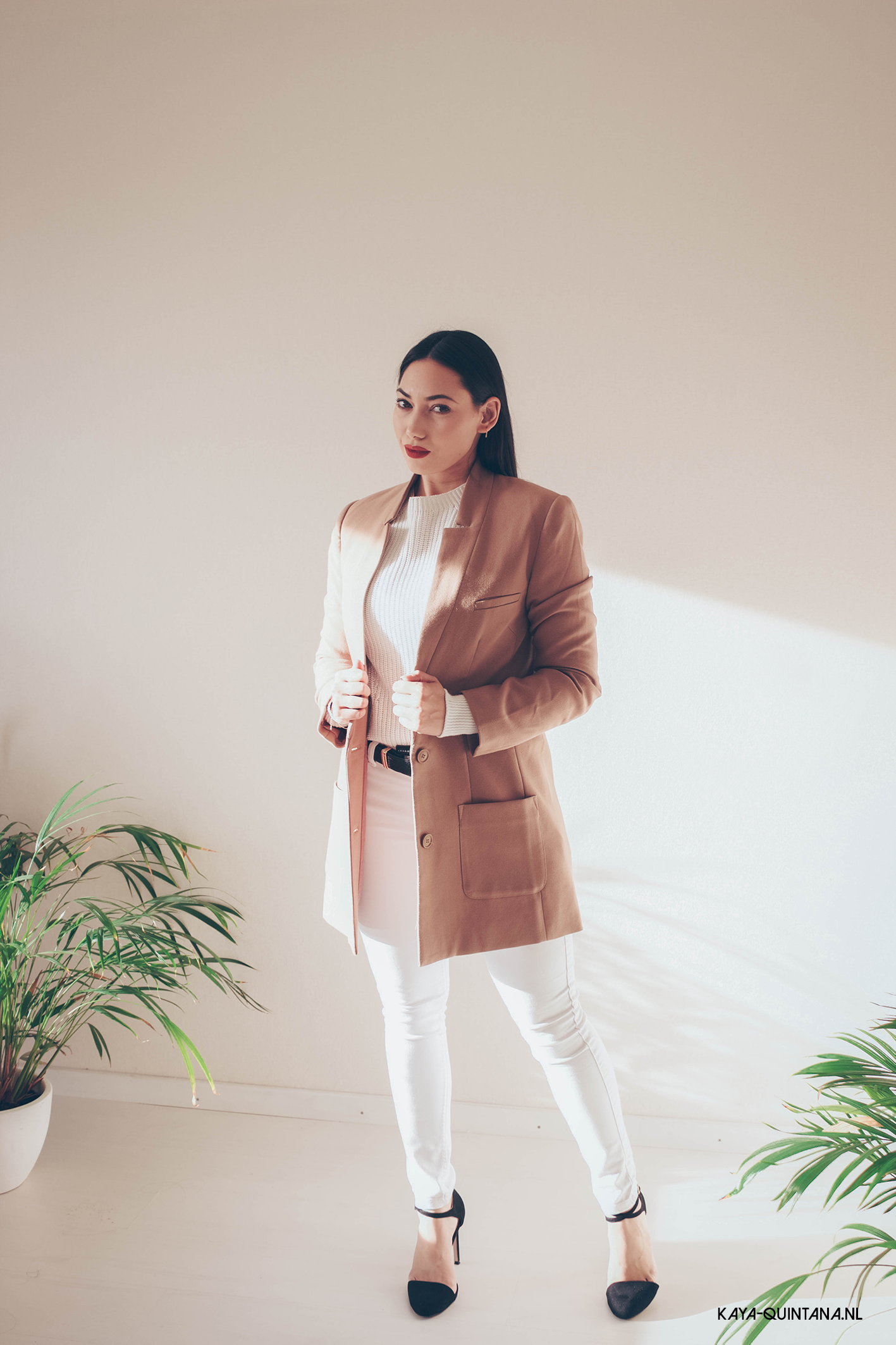 ALL WHITE OUTFIT WITH A CAMEL COAT