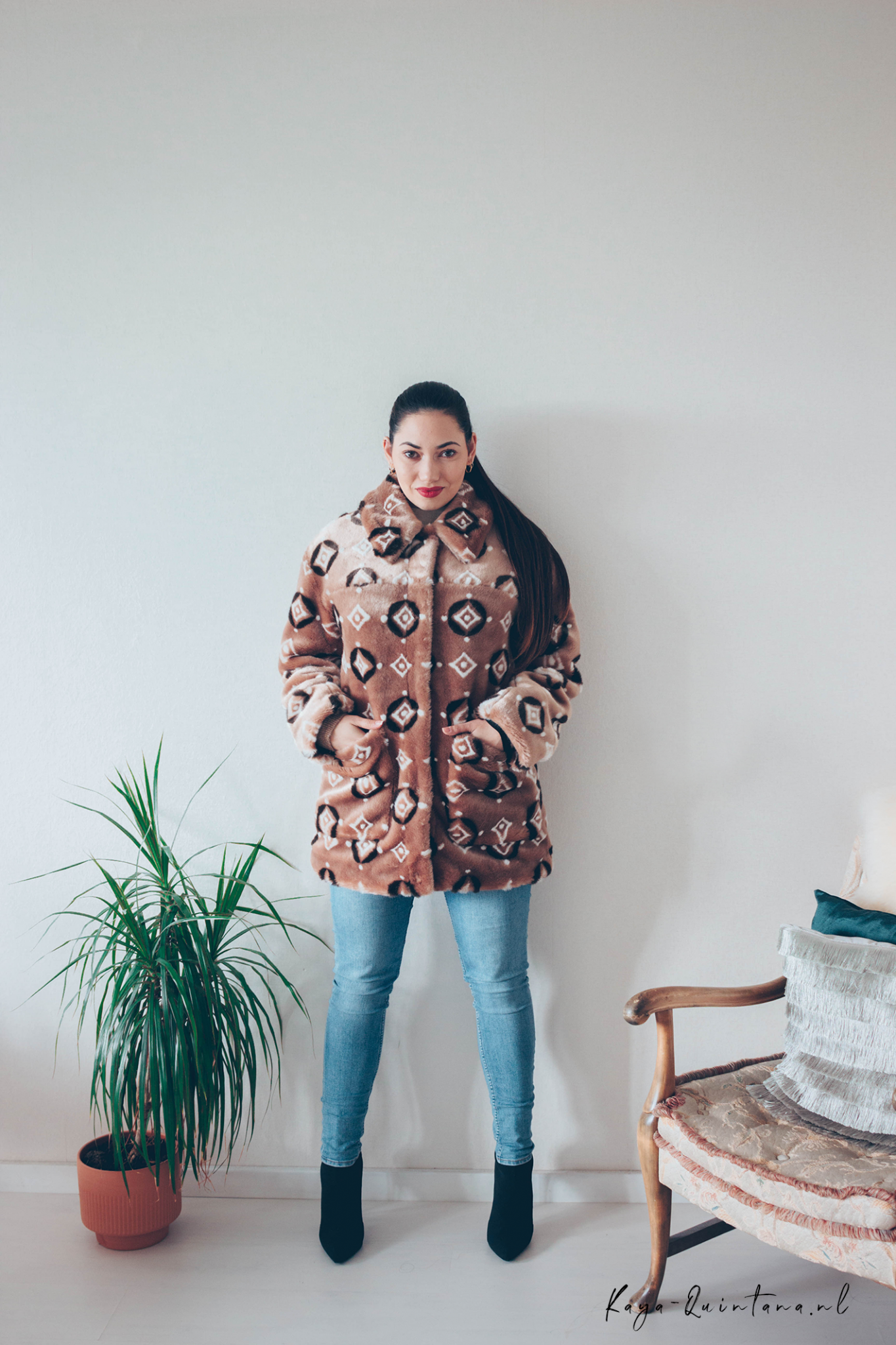 SEVENTIES STYLE FUR COAT OUTFIT