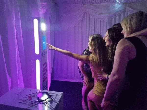 How to Hire a Photo Booth n Magic Mirrors to Create Memories
