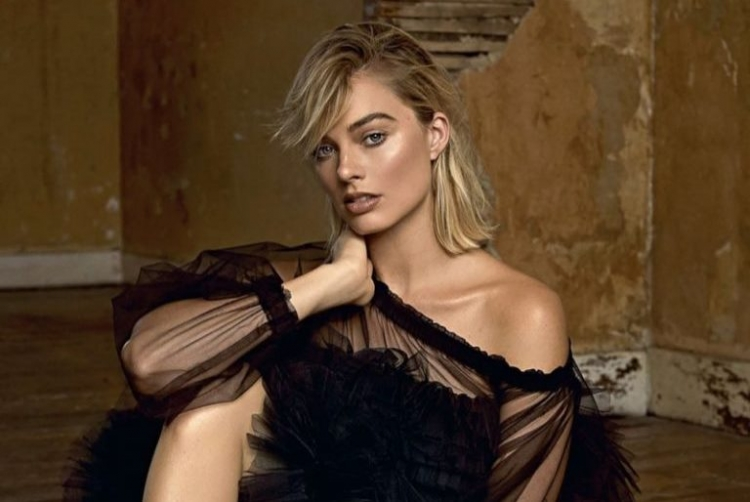 Gallery: Margot Robbie In The Shooting For Es Magazine /></p> <p></p> <p style=